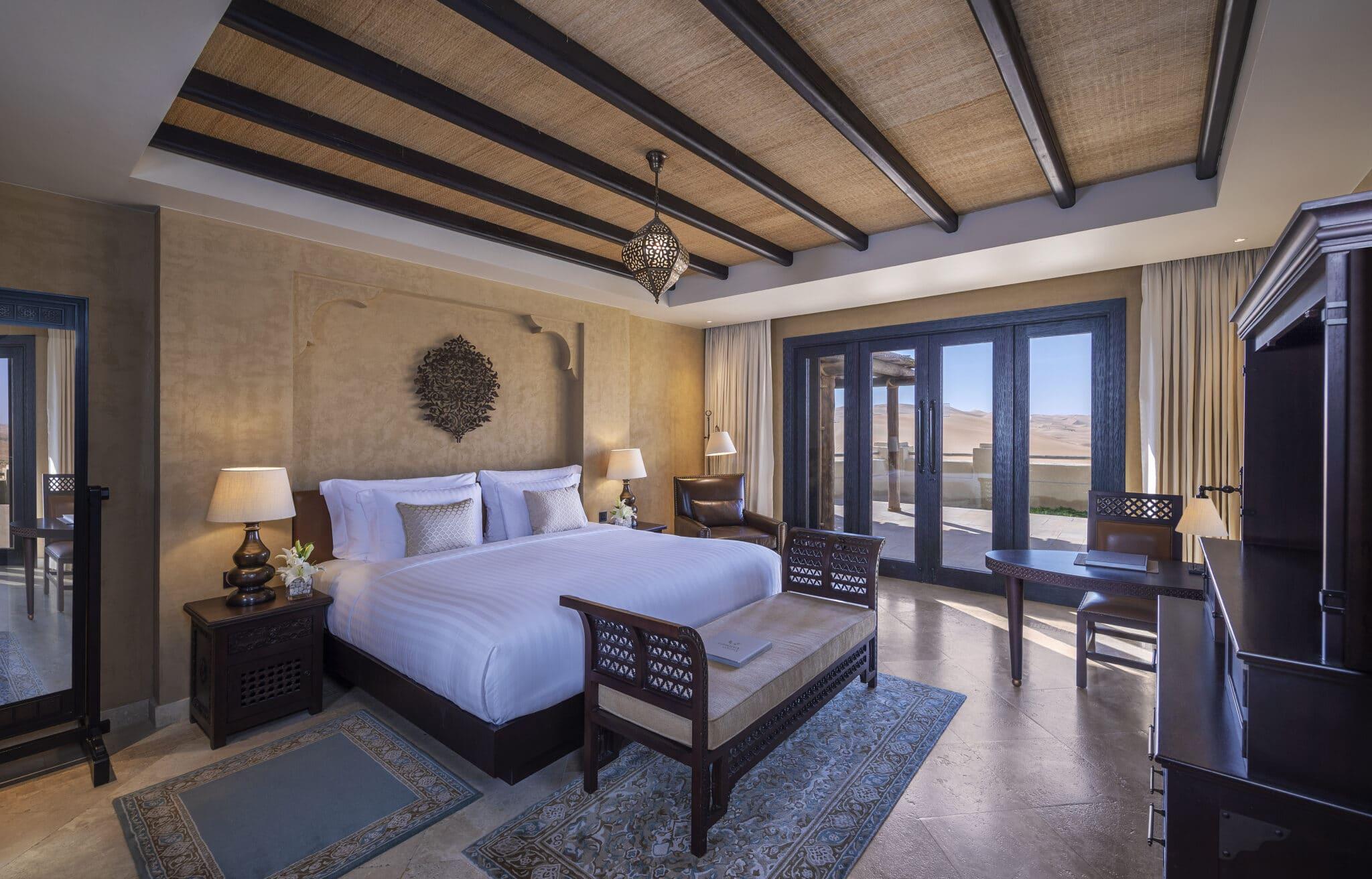 carrousel 10 Qasr_Al_Sarab_Desert_Resort_by_Anantara_Guest_Room_Three_Bedroom_Villa_King_Bedroom