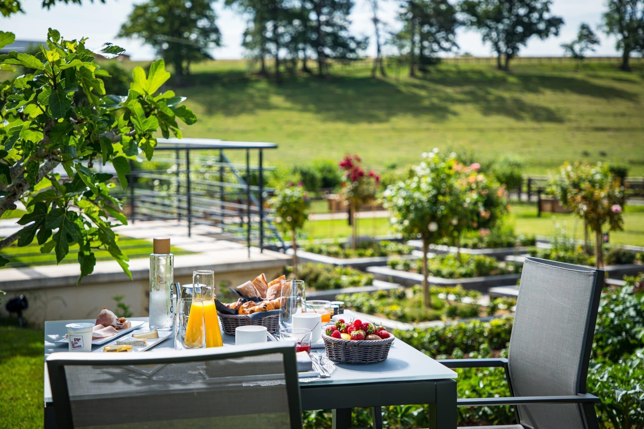 Carrousel 10--RYMSKA-Terrasse Petit déjeuner