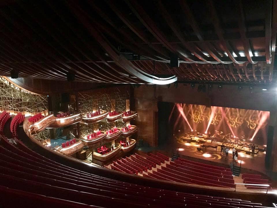 carrousel 12 opéra de dubai