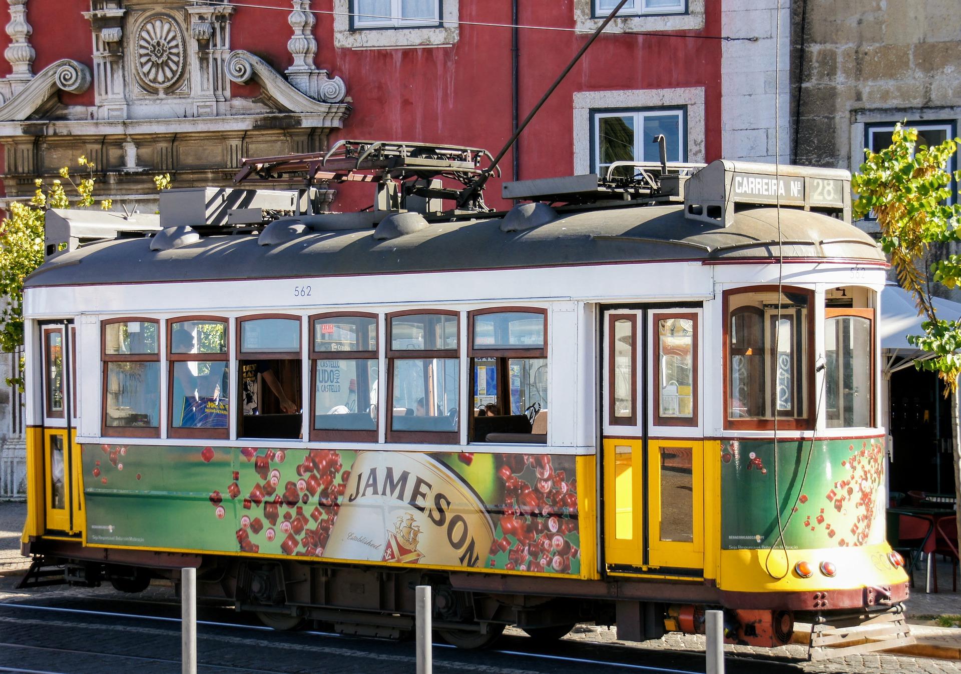 Carrousel 7 -tram-5966043_1920