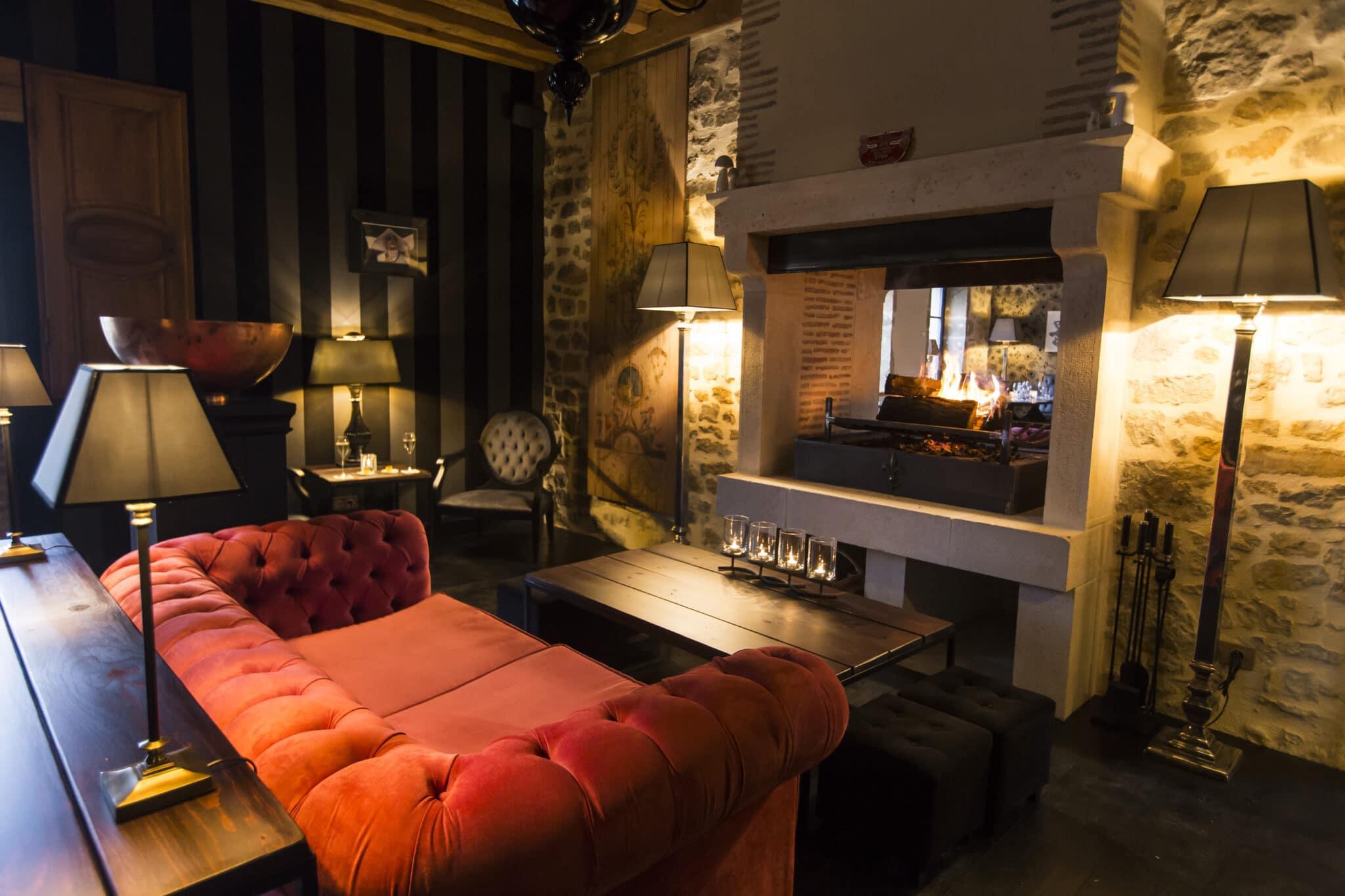 Carrousel 9--RYMSKA-Lounge Bar_cheminée2