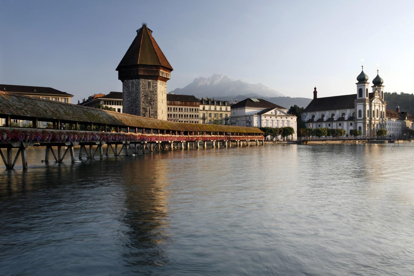 Luzern, August 2012, KapellbrŸcke, Wasserturm, Rathausquai