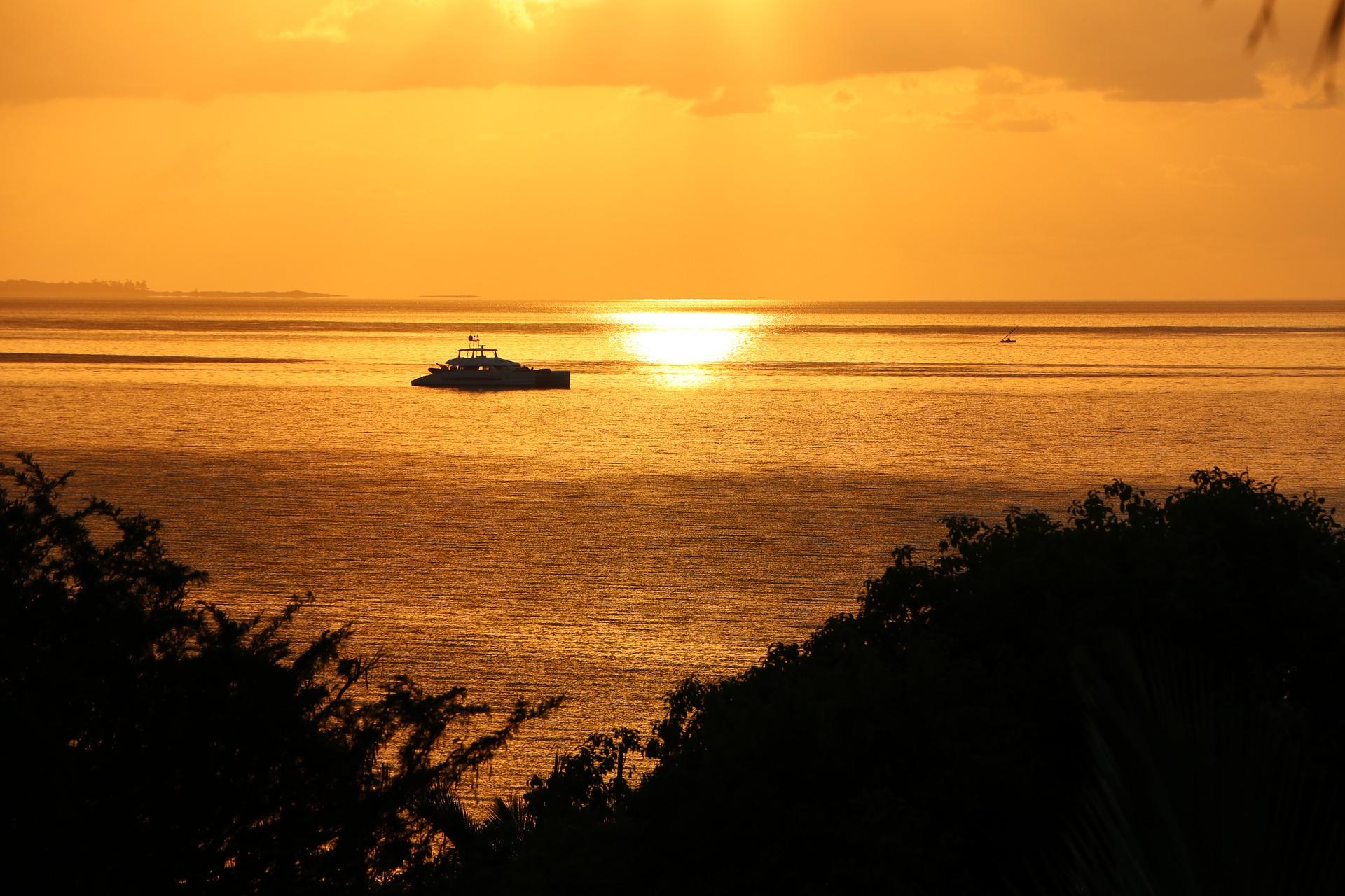 Carrousel - mozambique-sunrise-1742495_1920