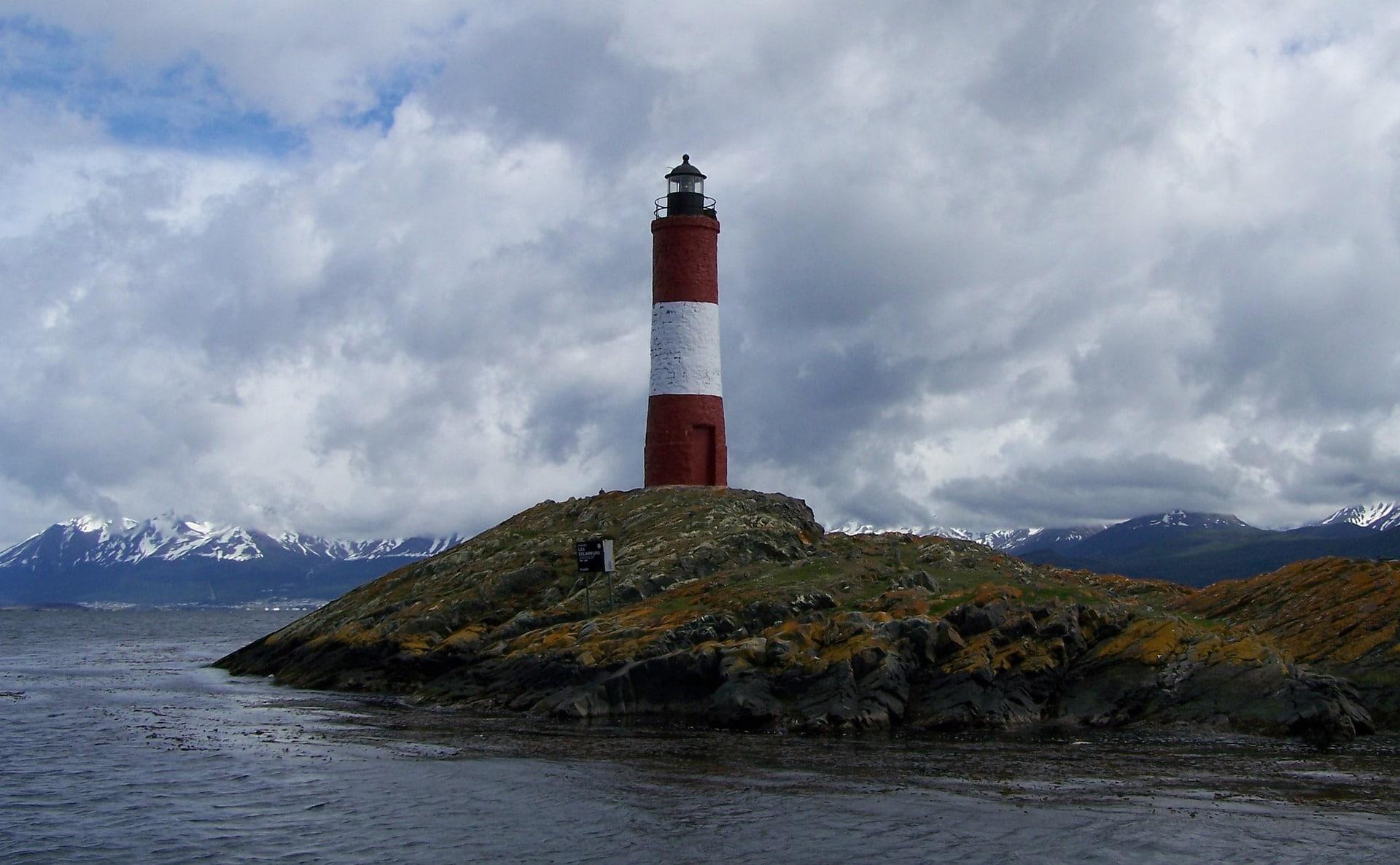 lighthouse-3802390_1920