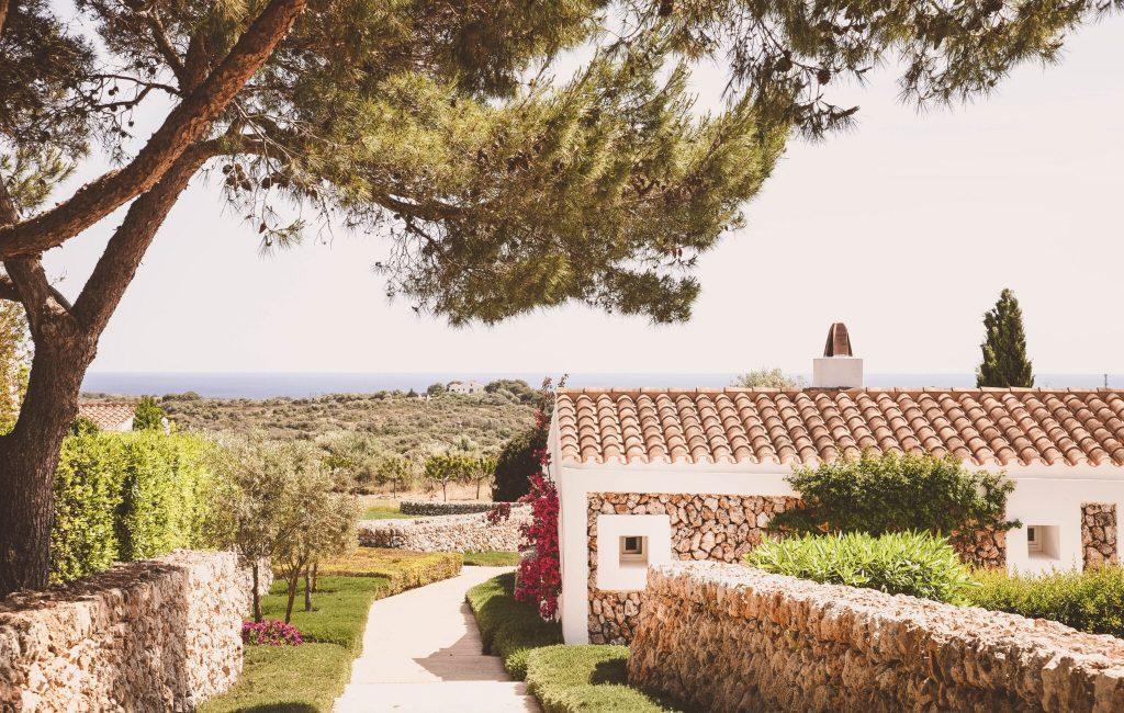 Photo 11 Texte HIGH-facade-torralbenc-menorca-garden-views